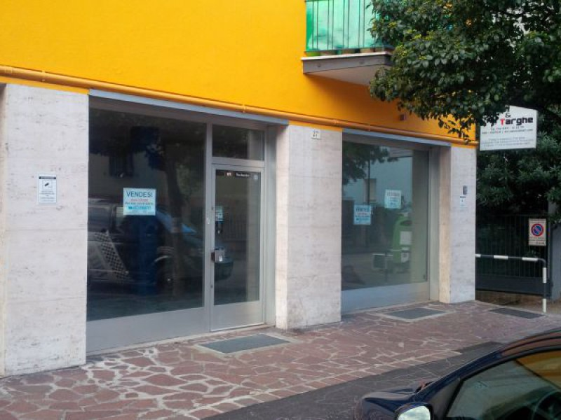 LOCALE COMMERCIALE AFFITTO